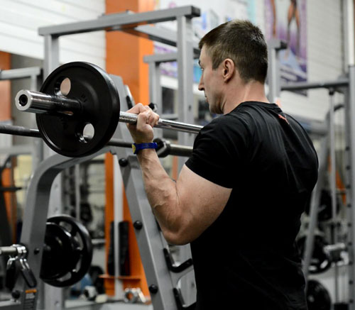 The development of biceps should take place no more than 1 time per week. Otherwise, the muscles will not have time to recover.